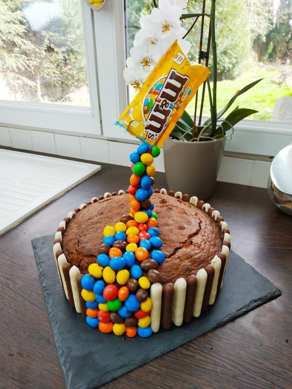Recette simple du gravity cake disponible sur mon blog de pâtisserie lesjoliesframboises.com