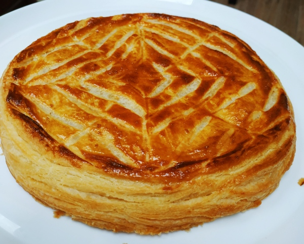 Galette des Rois aux pommes avec pâte feuilletée faite maison - lesjoliesframboises.com Blog de pâtisserie