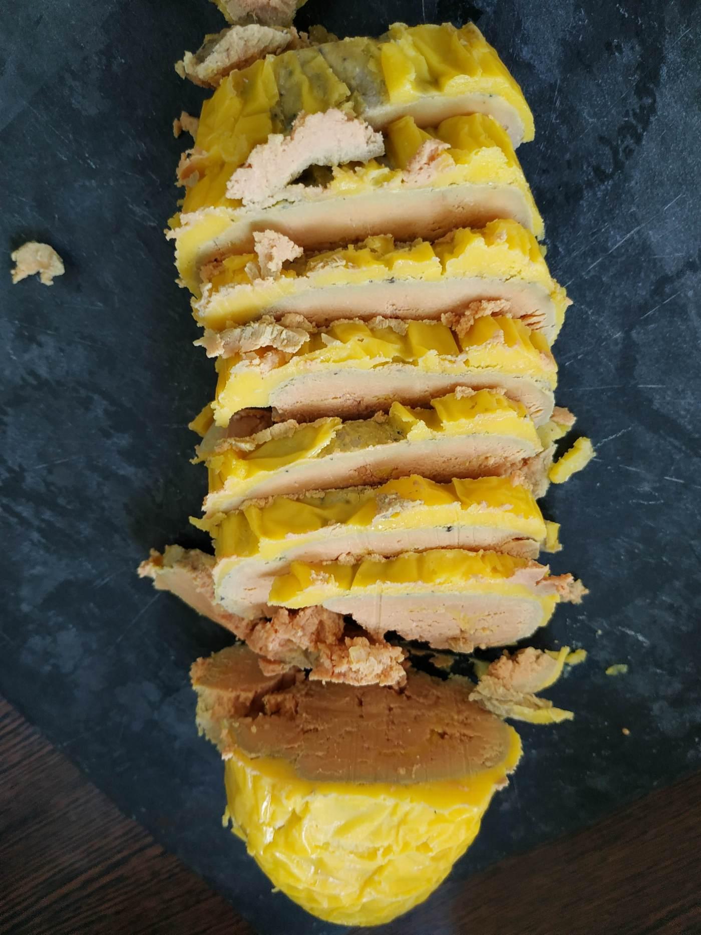 Foie gras fait maison au Ratafia tranché - Blog culinaire